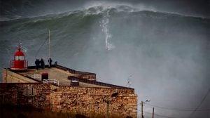 ギネス更新!?30mの波に載るギャレット・マクナマラがヤバ過ぎる!