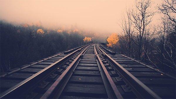 線路もおしゃれな壁紙に見える