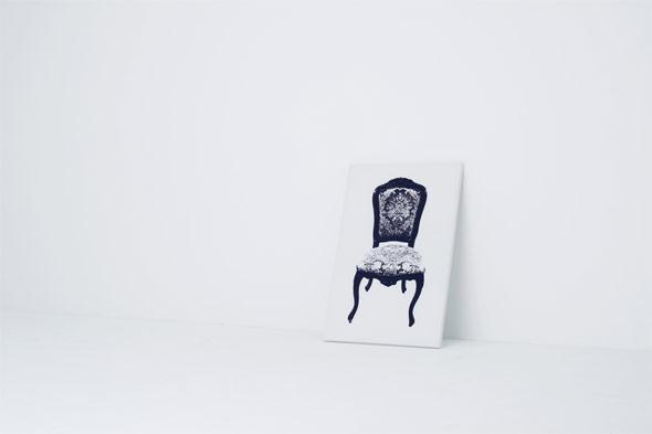 西欧風の椅子だが絵