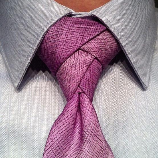 パーティなどで注目されそうなネクタイの締め方