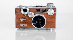 ハンドメイドで蘇る木目調のクラシックカメラMINOLTA 7S & ARGUS C3