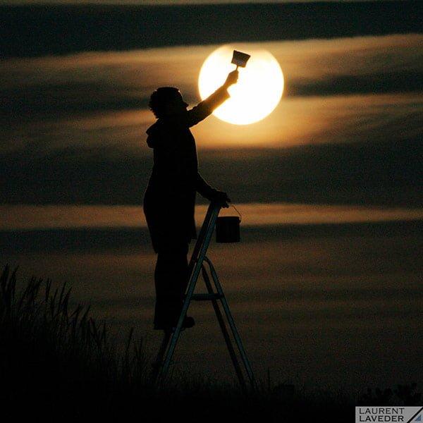 月をペインティング