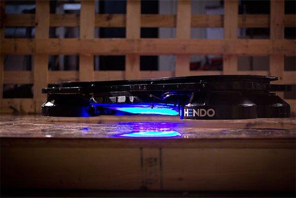 地面から約1インチ浮くHendo Hoverboard