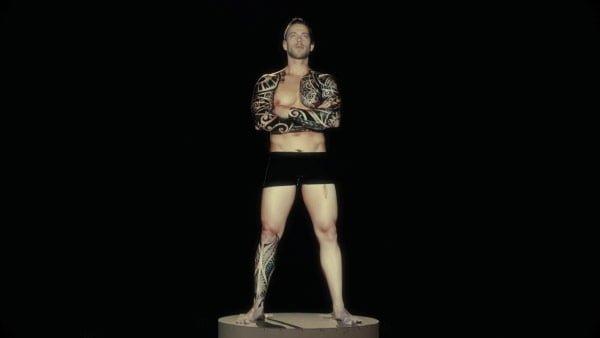 タトゥーを施した男性